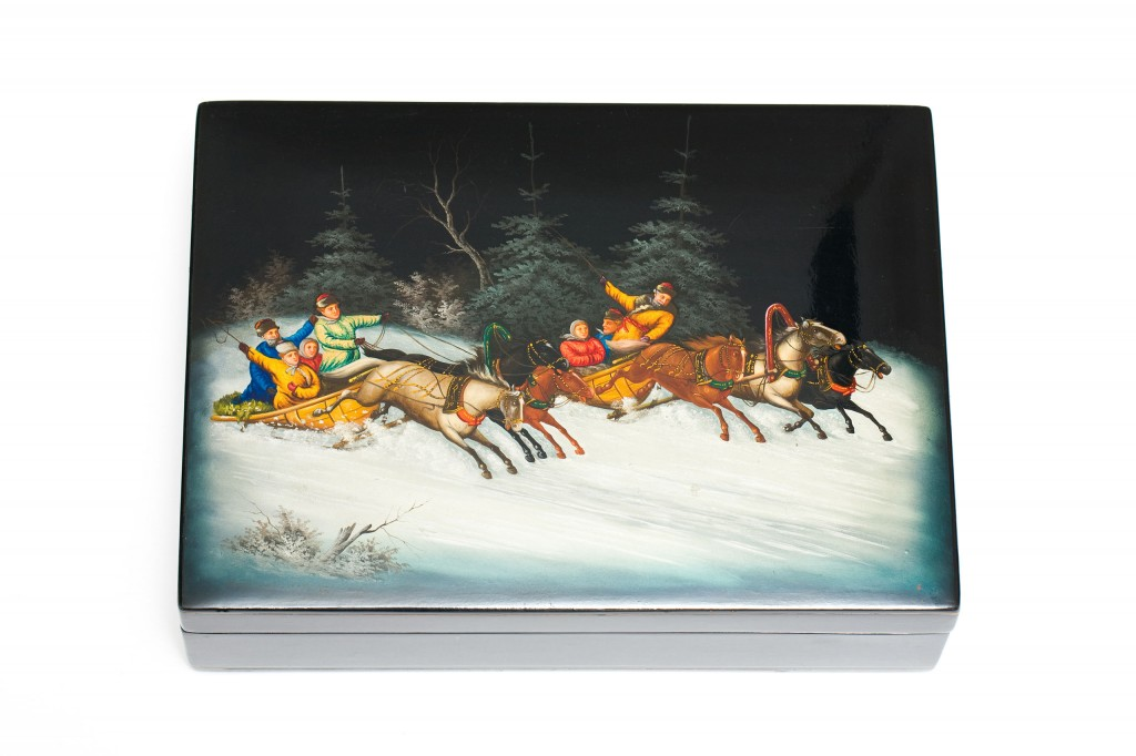 Russian lacquer box depicting two racing troikas in a Russian winter scene