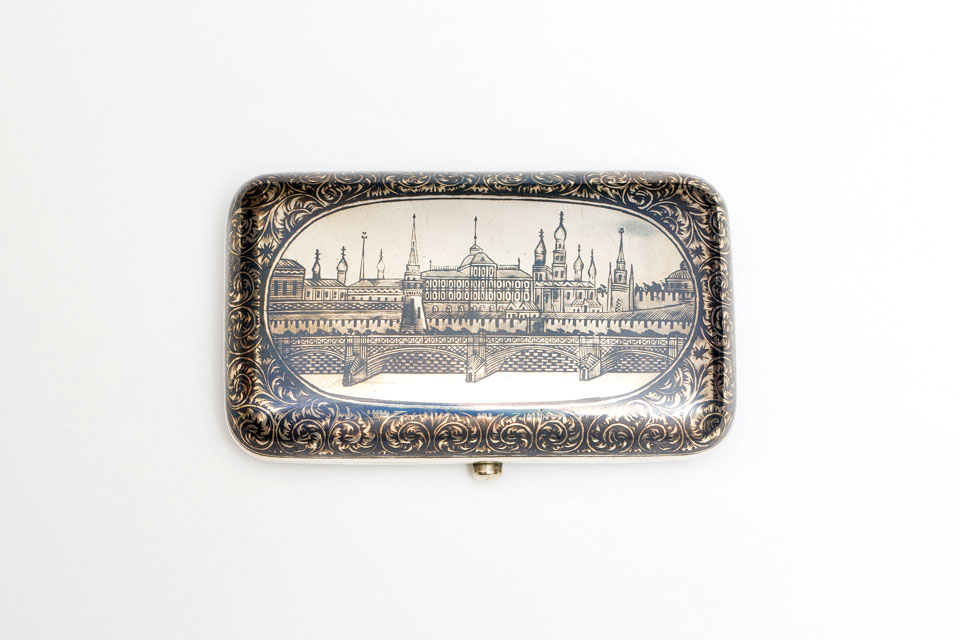 Cigarette case with view of the Moscow Kremlin in niello work, 1825